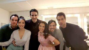 David Alonso junto al elenco de Casa de Muñecas minutos antes de salir a escena